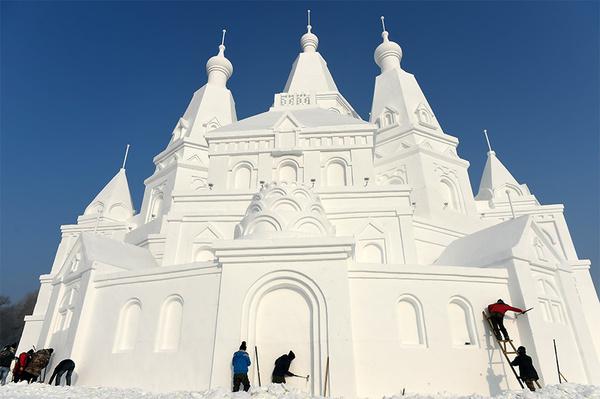 China inaugura castelo de neve gigante