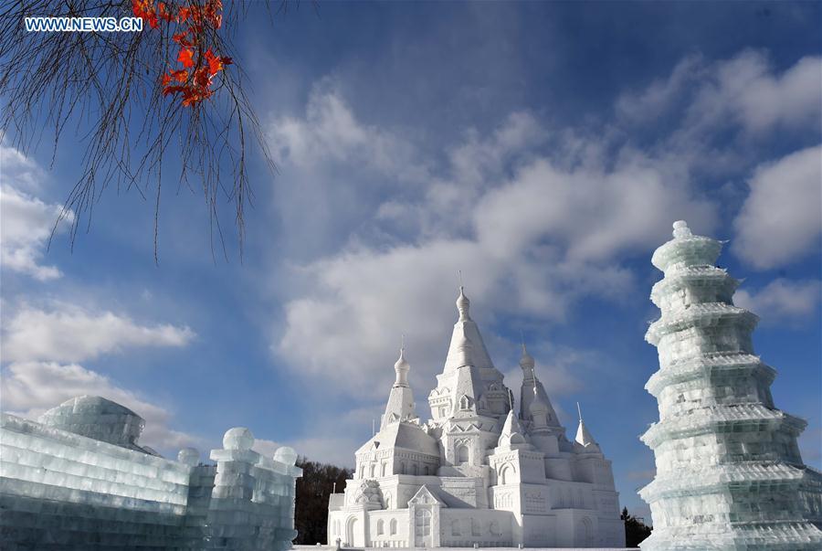 Escultura de neve mais alta do mundo em exposição no nordeste da China