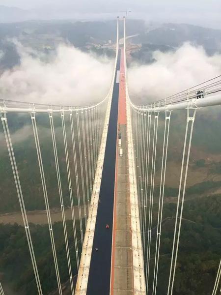 Ponte de suspensão mais extensa e alta da Ásia será aberta ao tráfego