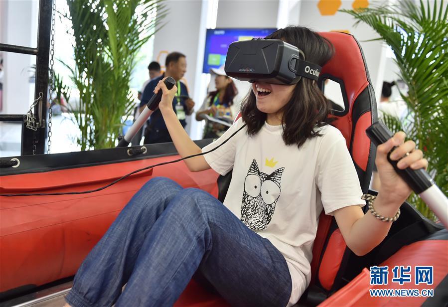 Inaugurada 19ª Exposição Internacional de Alta Tecnologia de Beijing