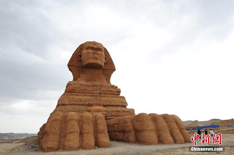 """""""Esfinge"""" e """"Partenon"""" atraem turistas no noroeste da China"""