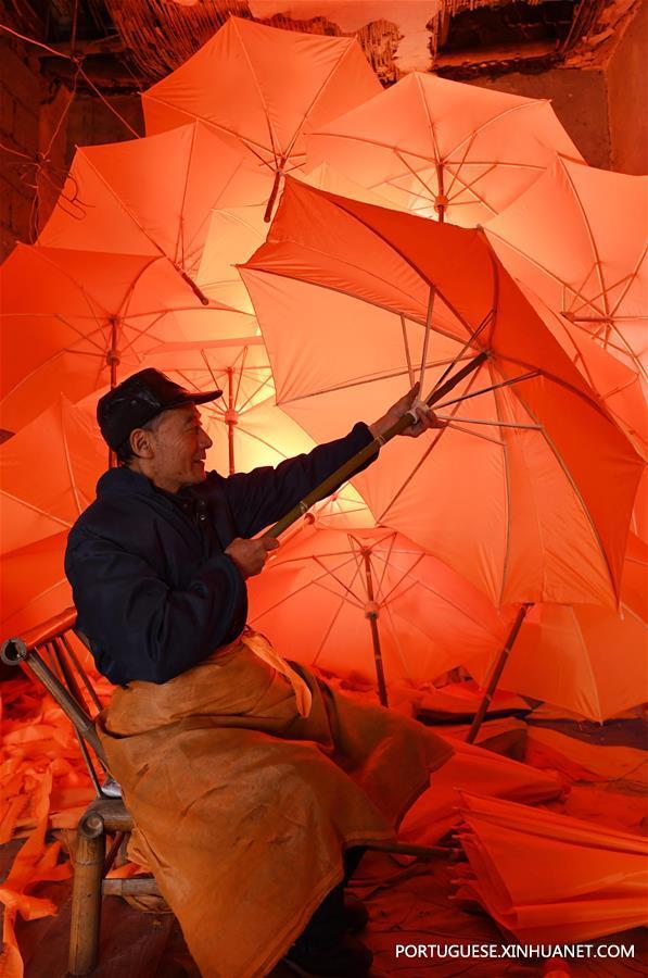 Guarda-chuvas tradicionais feitos em Anhui