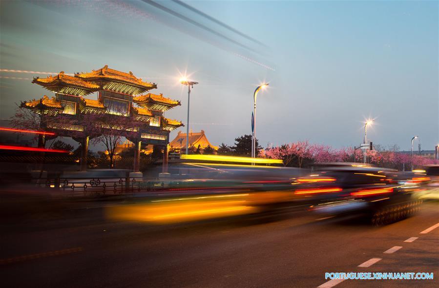 Luzes anunciam a chegada do próximo Festival da Primavera em Hohhot