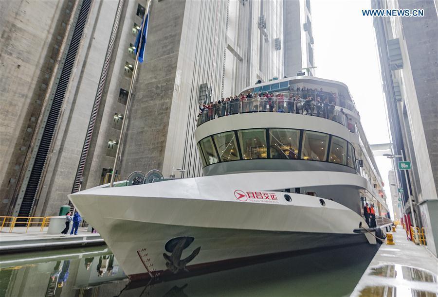 Maior elevador de navios do mundo passa a receber excursões turísticas