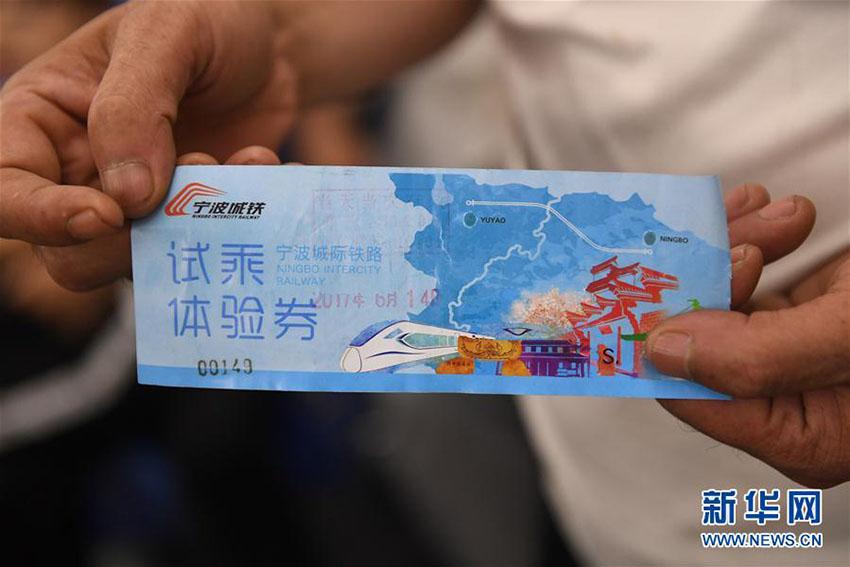 Primeiro trem interurbano de 160km/h da China inicia operações de teste