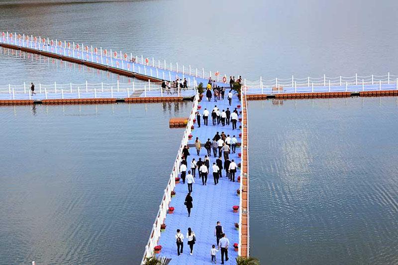 Calçada flutuante mais longa do mundo em Guizhou