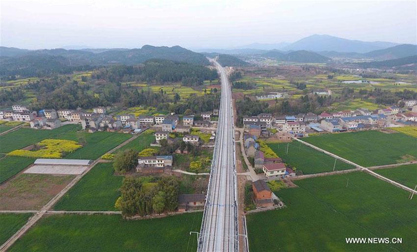 Ferrovia de alta velocidade Xi'an-Chengdu entra em funcionamento